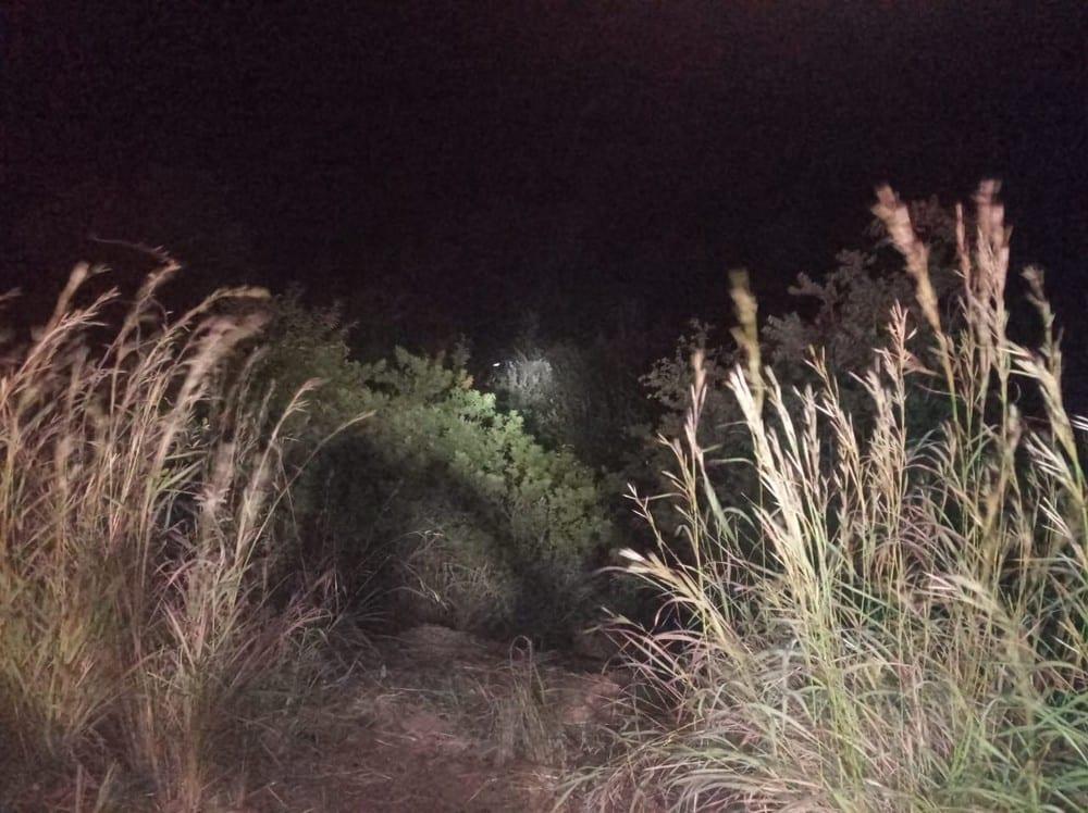 Norte de Minas - Carro sai da pista, capota é deixa duas pessoas feridas em Grão Mogol