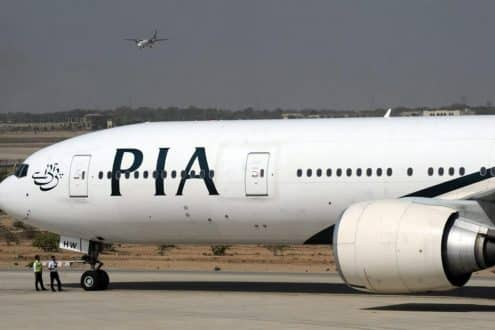Voo 702 da Pakistan International Airlines (PIA) precisou ficar na pista do aeroporto