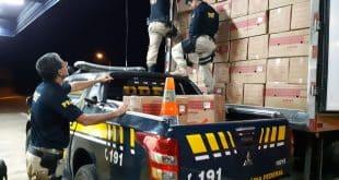 Montes Claros - PRF em Montes Claros apreende 750 caixas de cigarros de fabricação paraguaia encoberta por caixas de ovos