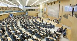 Brasil x Suécia - Como vivem e trabalham os políticos nos dois países