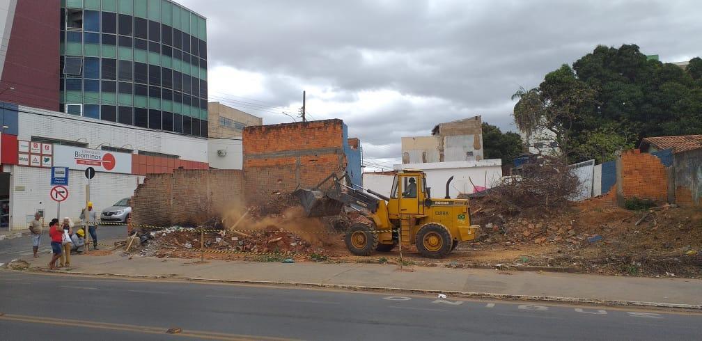 Montes Claros - Mais de 2.500 proprietários de terrenos com acúmulo de lixo e entulho já foram notificados