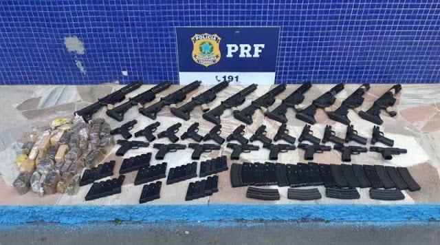 MG - PRF em Minas Gerais apreende 10 fuzis 20 pistolas e cerca de 3 mil munições
