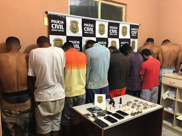 Norte de Minas - Polícia Civil em Pirapora prende (09) pessoas e aprende drogas, uma arma e um carro na Operação batizada Luizlândia do Oeste