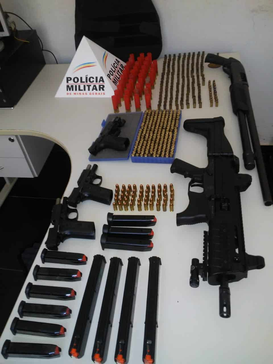 Norte de Minas - Polícia Militar e Polícia Civil prende homem por posse ilegal de armas de fogo de grosso calibre na zona rural de Cristália
