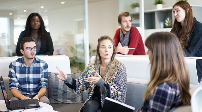 Mercado de trabalho procura profissionais com habilidades socioemocionais, diz estudo