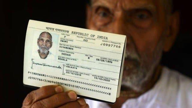 Data de nascimento de monge em passaporte causa alvoroço em aeroporto
