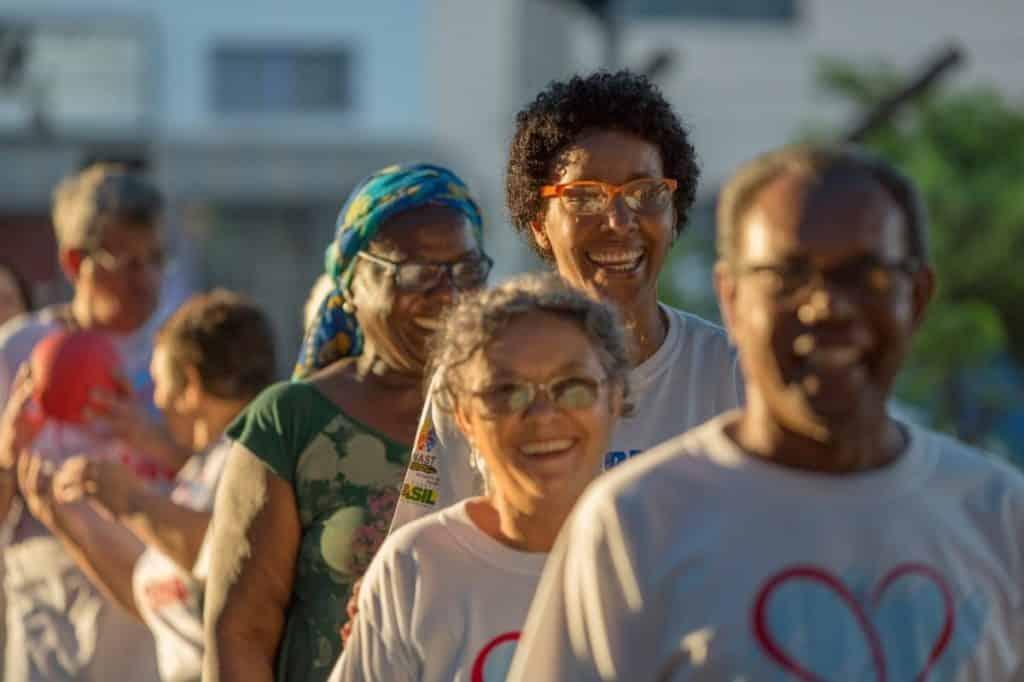 Brasil tem expectativa de vida de 76,3 anos, segundo IBGE