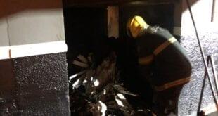 Montes Claros - Bombeiros atendem ocorrência de incêndio em comércio no bairro Vila Regina