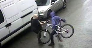 Ladrão tenta roubar bicicleta e dona da loja de 72 anos da uma surra no suspeito