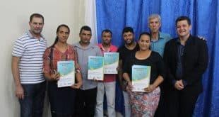 Norte de Minas - Famílias de Mirabela recebem escrituras de processo da lei Reurb em evento na cidade