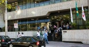 Turma Recursal de Belo Horizonte manteve decisão que determina pagamento a mulher por entender que ela foi prejudicada por jornalista Léo Dias