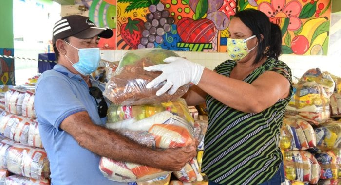 Montes Claros - Prefeitura de Montes Claros adquiriu, recentemente, 24 mil cestas básicas, que estão sendo entregues para as famílias dos alunos da rede municipal
