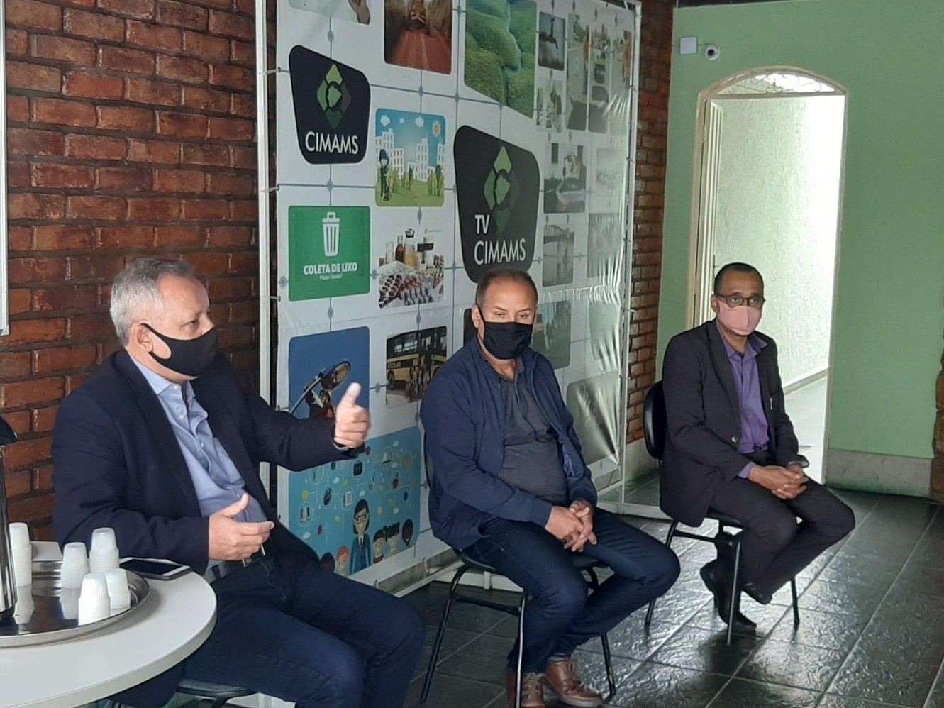 Norte de Minas - CIMAMS reúne empresas do transporte escolar para prestar esclarecimentos