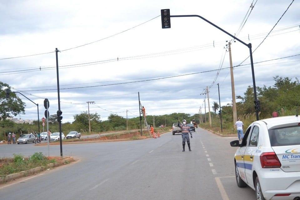 Montes Claros - Semáforos na avenida do Córrego das Melancias não irão funcionar no período noturno
