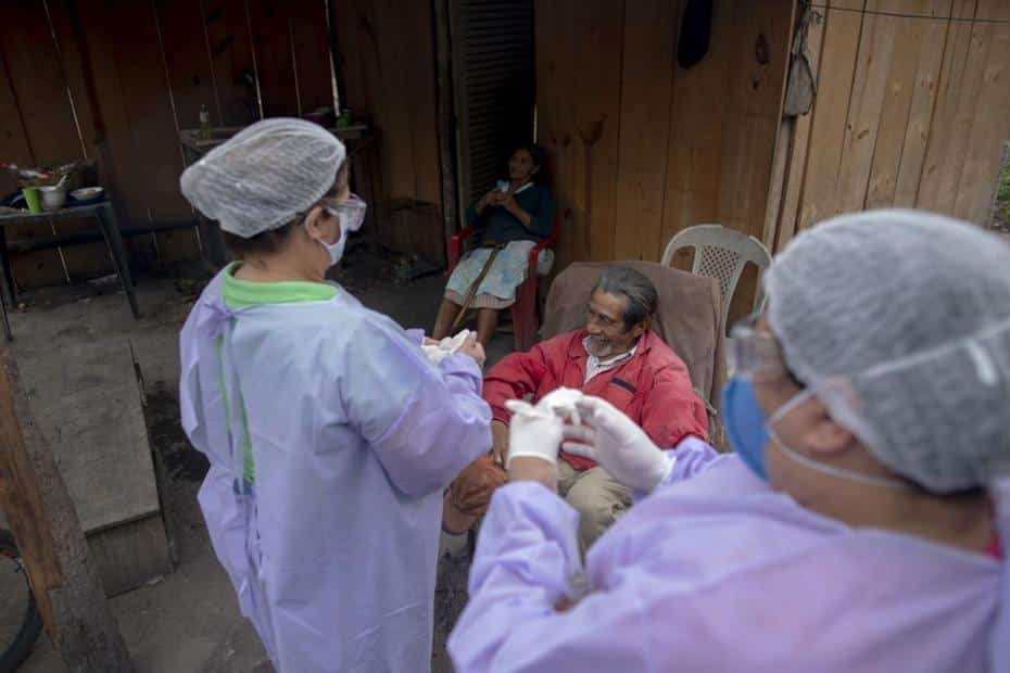 Atendimento médico no interior do Brasil preocupa, principalmente com aumento dos casos de Covid-19 em cidades afastadas das capitais - Foto: MAURO PIMENTEL / AFP