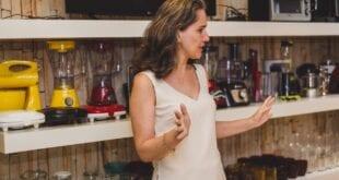 A consultora de empresas, Priscilla Moreira, destaca o bom atendimento como fator decisivo na retomada da economia local
