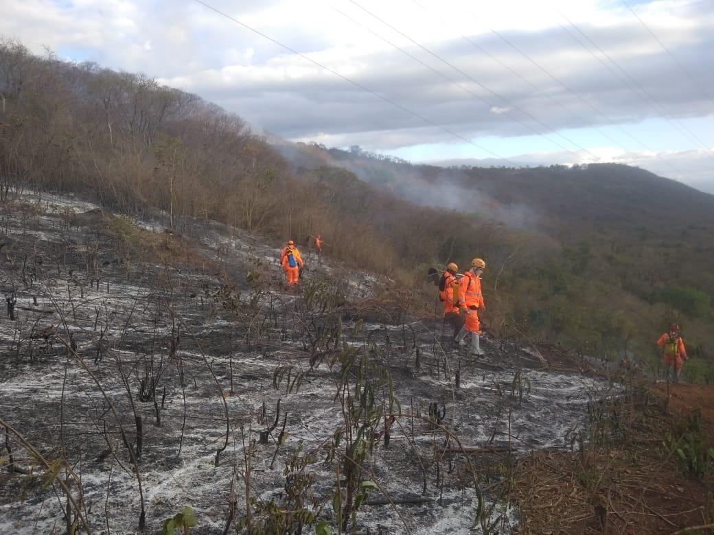 Montes Claros - Bombeiros reiniciam trabalhos de prevenção, monitoramento e combate a Incêndios na Serra do Mel